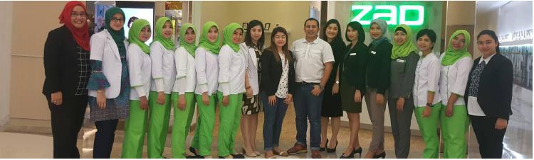Bpk Fadly Sahab (Tengah) didampingi oleh tim ZAP di peresmian pembukaan ZAP Galaxy Mall Surabaya