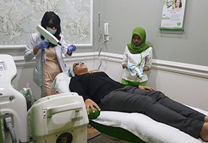 Dokter menangani treatment face toning-ZAP one belpark